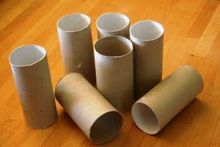 Cajita hecha con tubos de papel higiénico