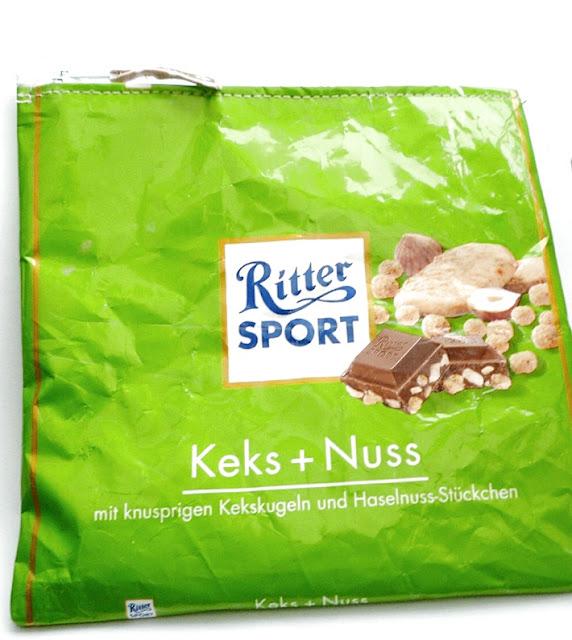 grünes Täschchen aus Ritter Sport Schokoladenverpackung genäht