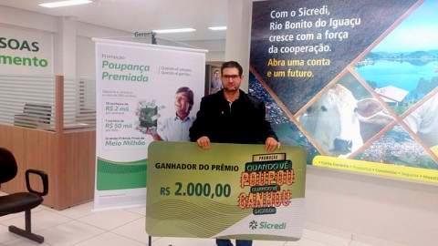 Sicredi de Rio Bonito do Iguaçu entrega prêmio da promoção Quando vê poupou, quando vê ganhou