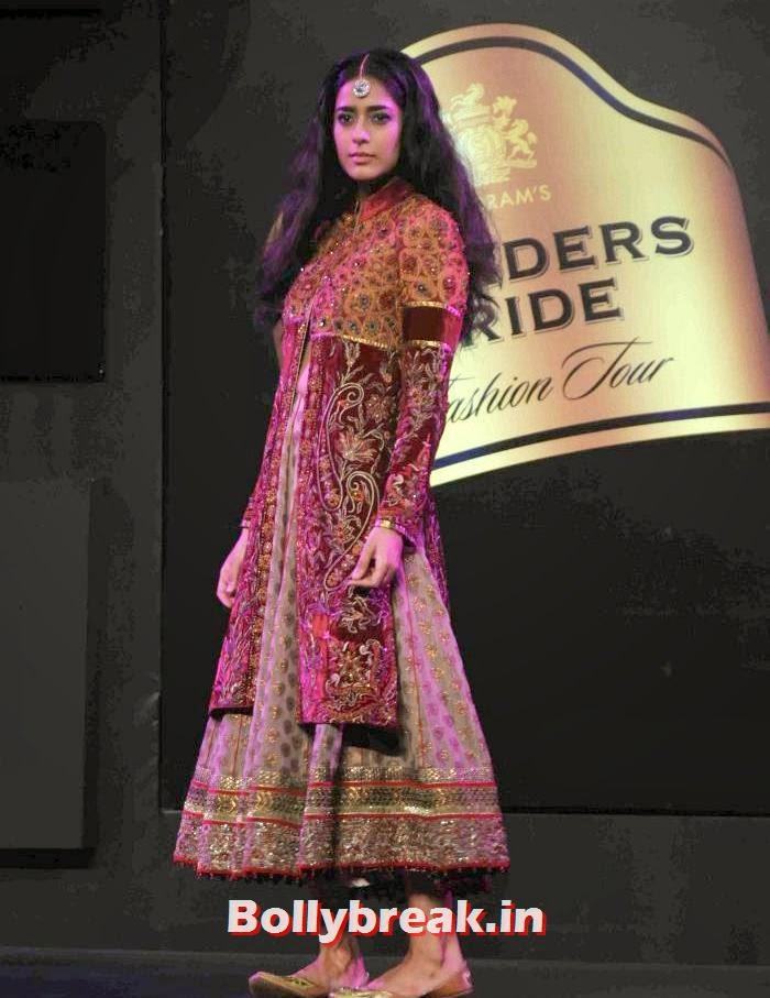 Diva Dhawan, JJ Valaya Collections at BPFT 2013 - Arjun Kapoor Ramp Walk