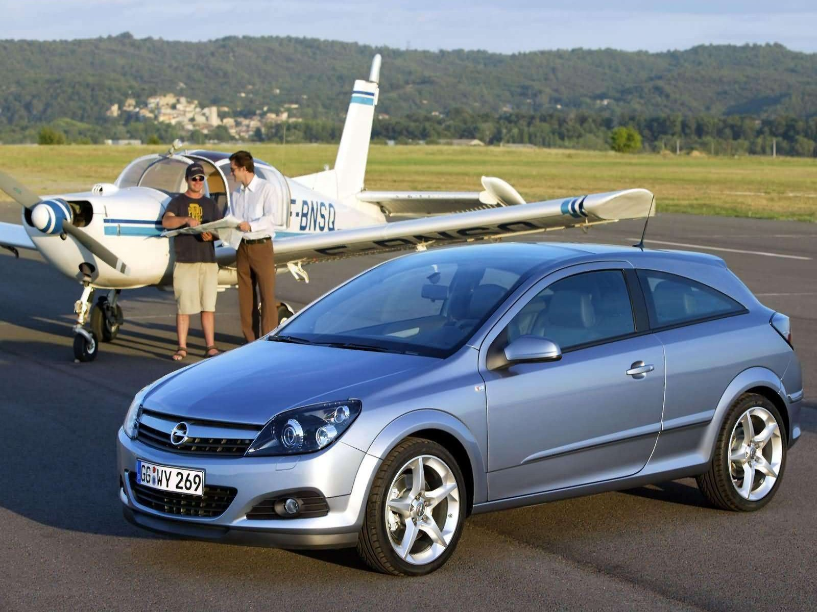 car and car zone opel astra gtc with panoramic roof 2005 new cars car reviews car pictures. Black Bedroom Furniture Sets. Home Design Ideas