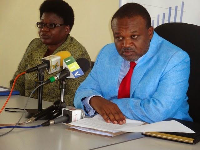 Aliyekuwa Katibu Mtendaji wa NACTE, Primus D Nkwera (kulia) akifafanua jambo