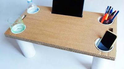 Mesa para la cama hecha con cartón