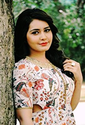 Raashi Khanna Treats Vijay Sethupathi is like a teacher