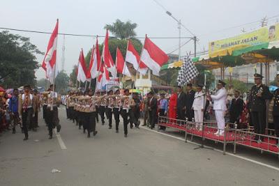 Warga Tanjungbalai Tumpah Ruah Saksikan Pawai Kemerdekaan