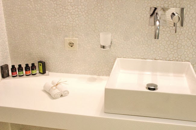 Bill & Coo Suites bathroom