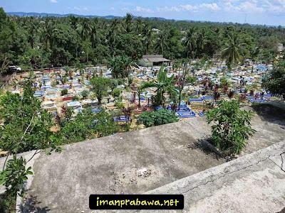 Makam Dekat Mesjid Raya Tanjung Uban