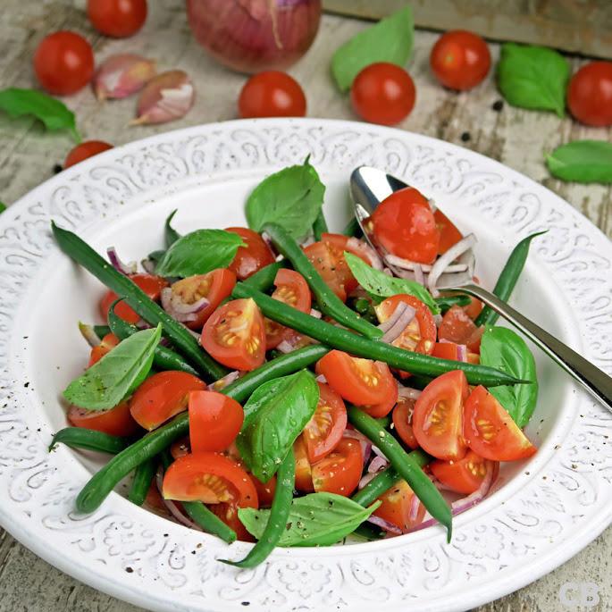 Haricotsvertssalade met cherrytomaatjes, basilicum en knoflook
