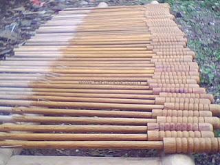 Cat pewarna untuk produk kerajinan kayu dan bambu