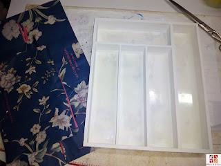 cubertero reciclado con papel de regalo