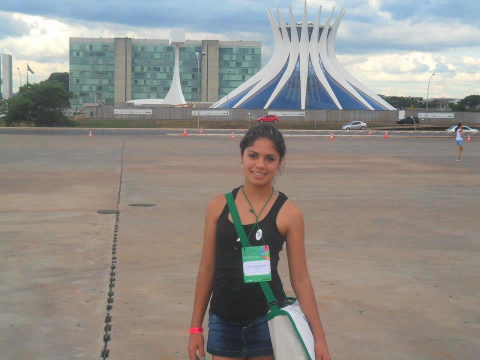 080da9c6fc9e A jovem Brenda Letícia, 16 anos, aluna do Colégio Estadual Porto Seguro,  Paranaguá, esteve na semana em Brasília. Ela faz parte do Parlamento  Juvenil do ...