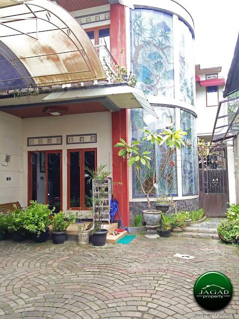 Rumah Mewah dengan Kolam Renang jalan Umbul Permai