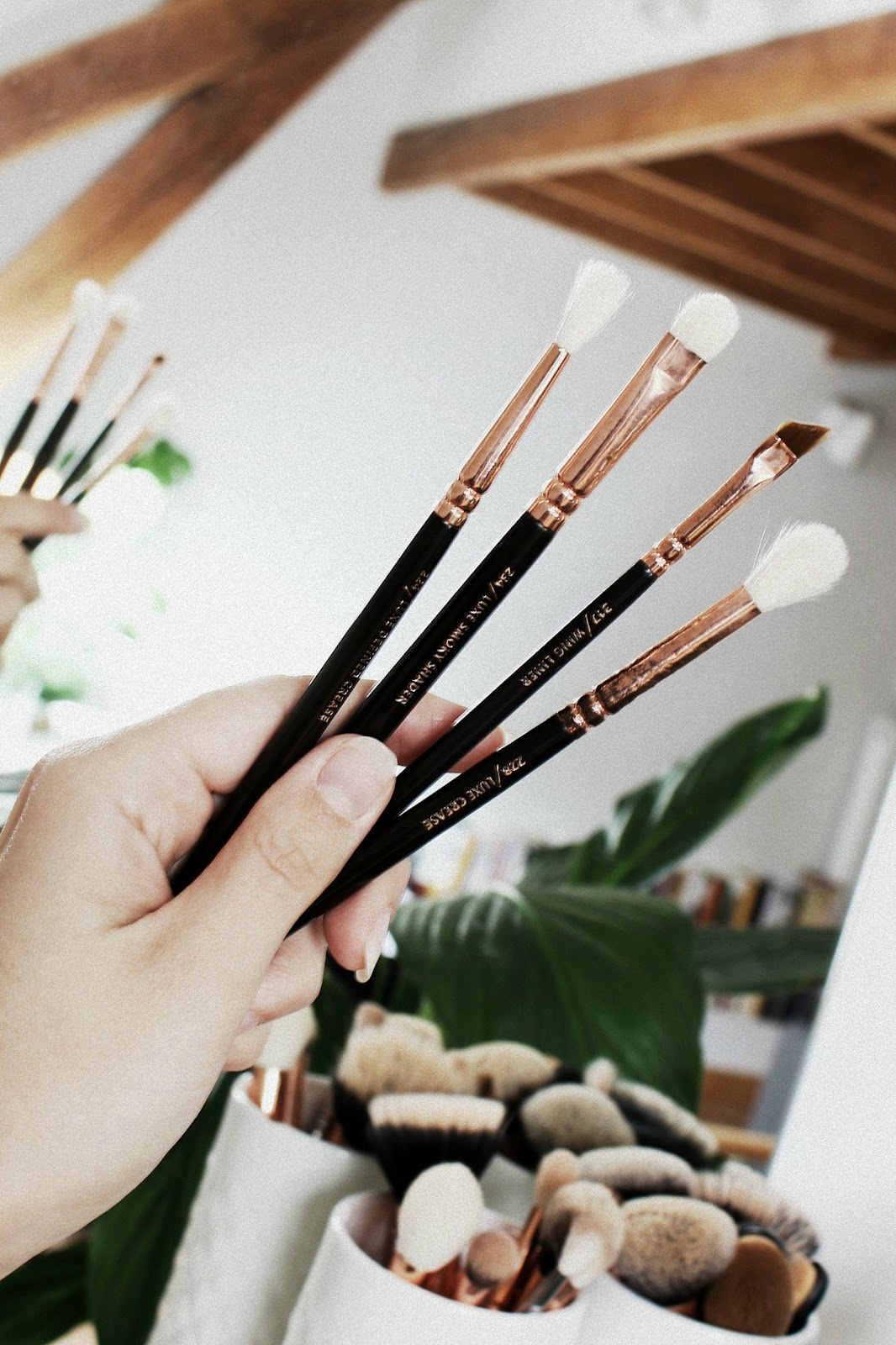 Best Makeup Brushes For Hooded Eyes