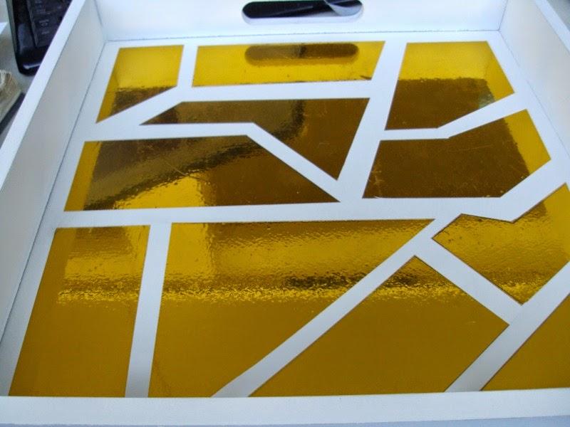 δίσκος με χρυσό γεωμετρικό σχέδιο