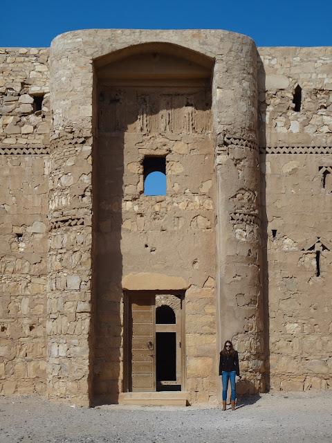 Entrada al Qasr Kharana en Jordania