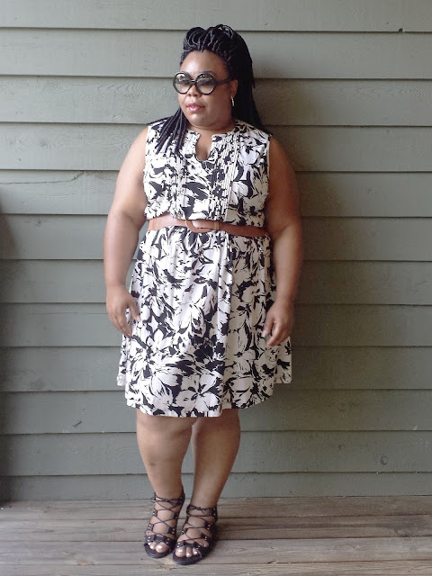 Plus size blogger with sundress, sandals, and sunglasses