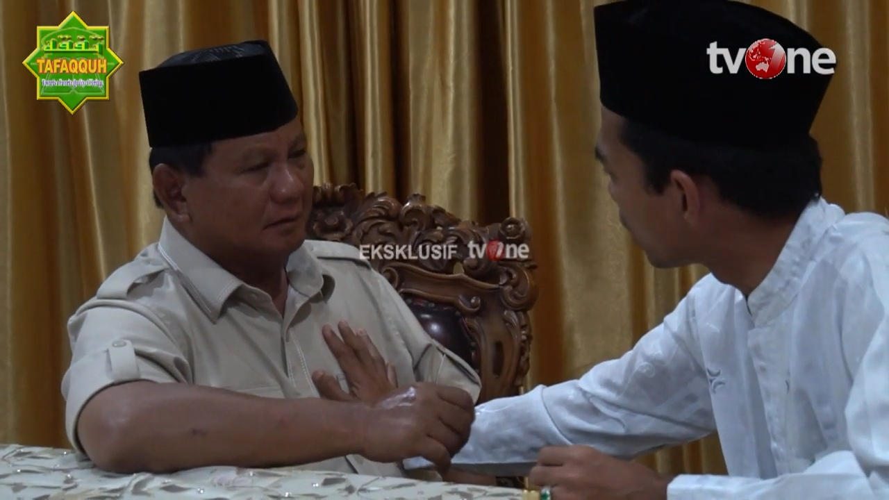 Menyingkap Isyarat Sentuhan Tangan UAS di Dada Prabowo