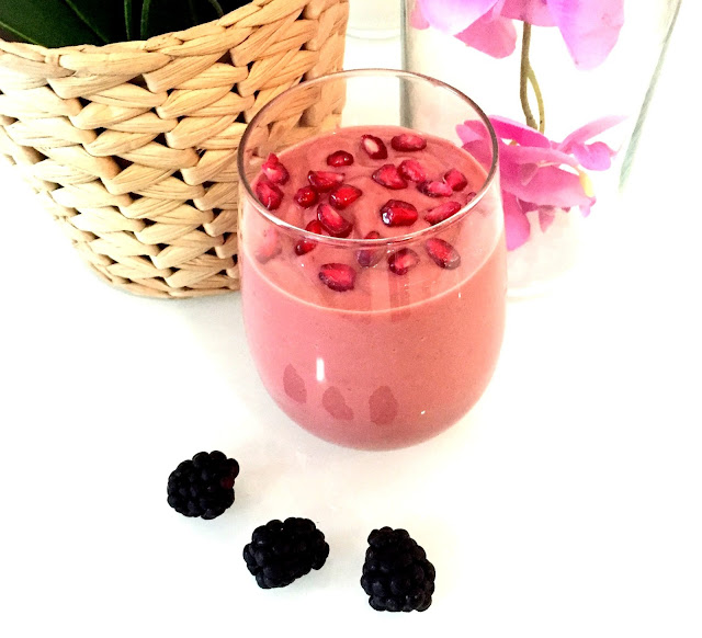 Raw Vegan Smoothie - Beauty Drink Pomegranate & Berry Smoothie - Healthy Smoothie - Fitness Blogger Dubai - Vegan Dubai