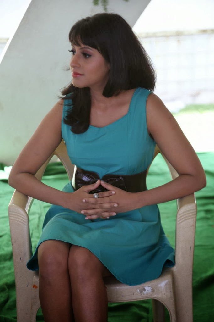 Ira photos in short dress at shooting set