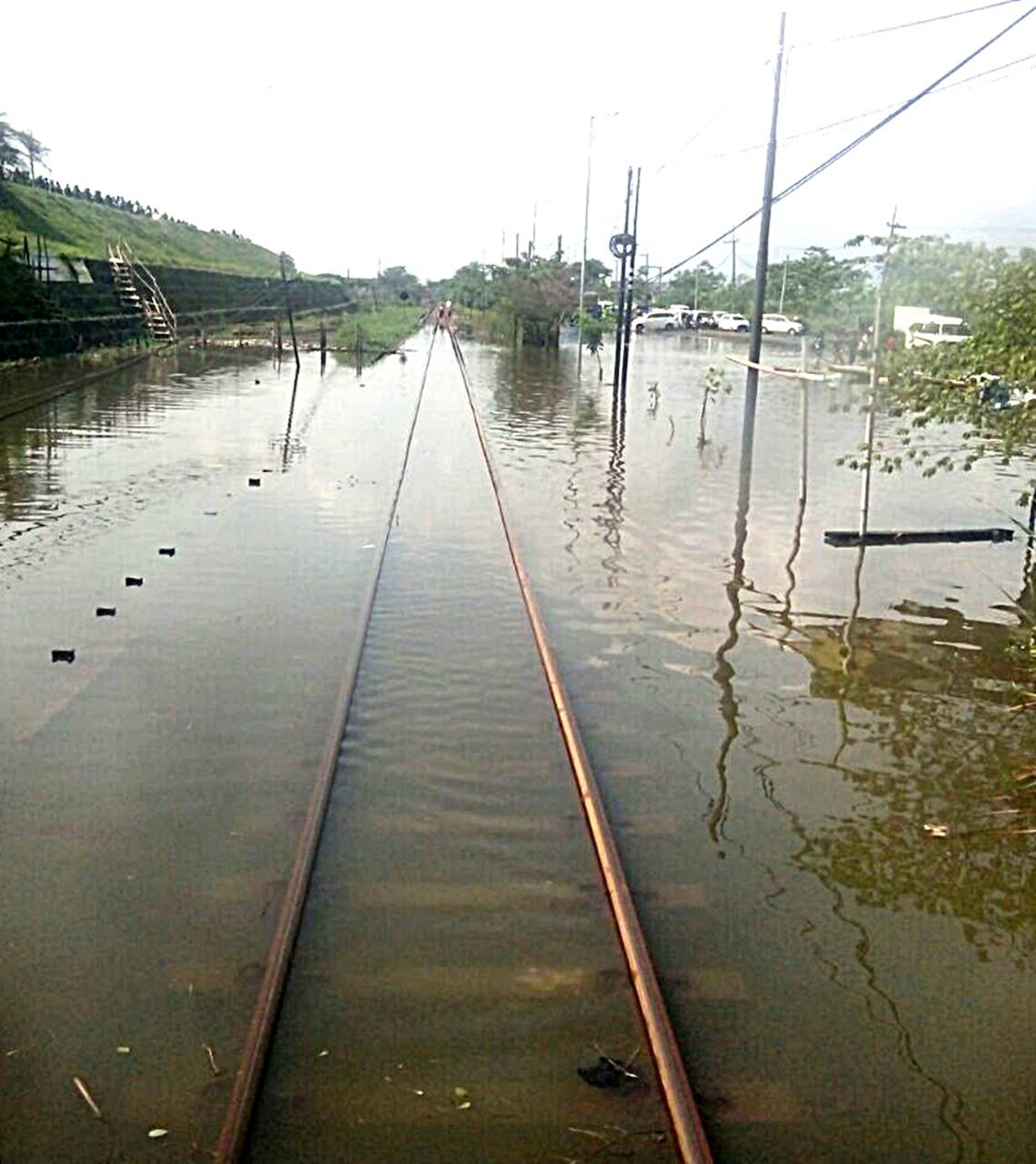 Jalur Rel Terendam Banjir di Porong, Sejumlah Perjalanan KA Dibatalkan