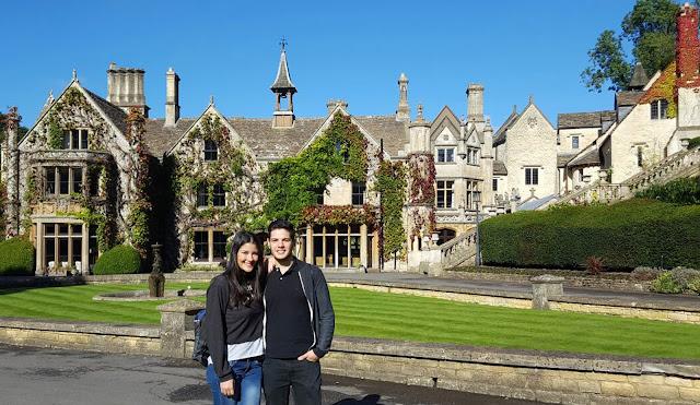 Ángela  y Juan Manuel en la aldea de Castle Combe, situada a 20 km de Bristol, el 6 noviembre 2016