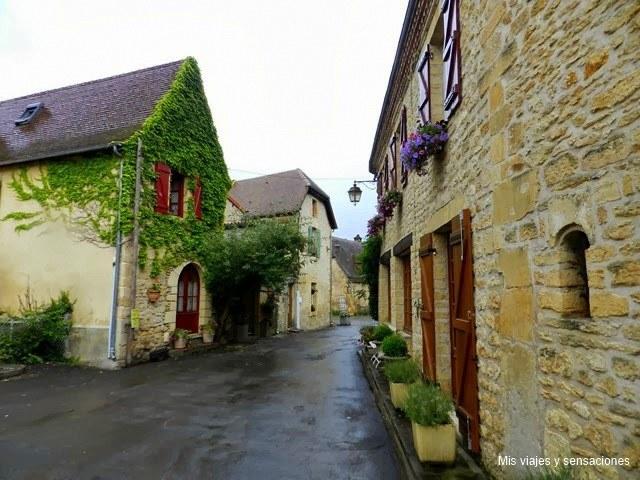 Saint-Léon-sur-Vézère, Pueblos del Périgord Negro, Francia