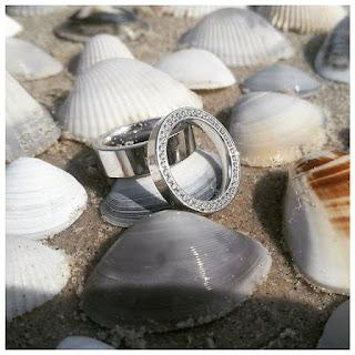 briljanti, laulību gredzeni, saderināšanās gredzeni, gredzeni, zelta gredzeni, gredzeni ar briljantiem, gredzenu gravēšana