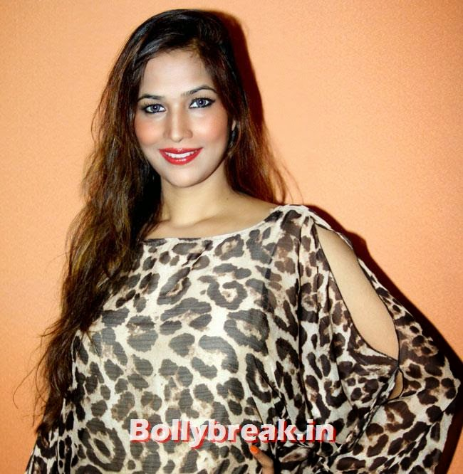 Tanisha Singh, Tanisha Singh at 'Game Paisa Ladki' Song Recording