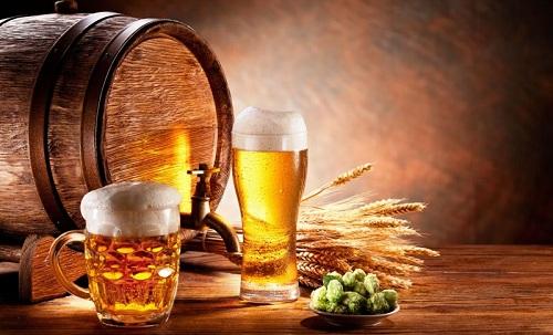 Nguoi-Anh-su-dung-AI-đe-nau-bia