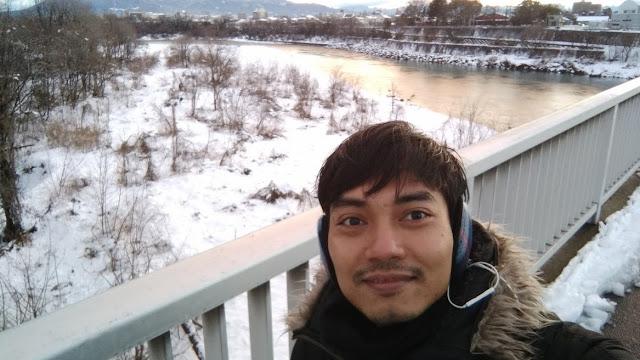 Salju yang turun memang indah dan putih, tapi itu hanya kesenangan sehari, sisanya kalian akan kedinginan.
