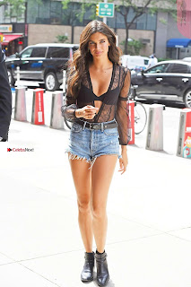 Sara-Sampaio-Out-in-Midtown---New-York-03+%7E+SexyCelebs.in+Exclusive.jpg