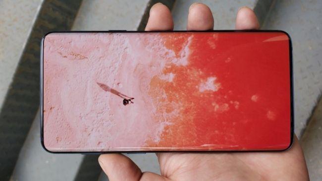 يمكن أن يكون هذا جهاز Samsung Galaxy S10 بشاشة كاملة. الائتمانUniverseIce