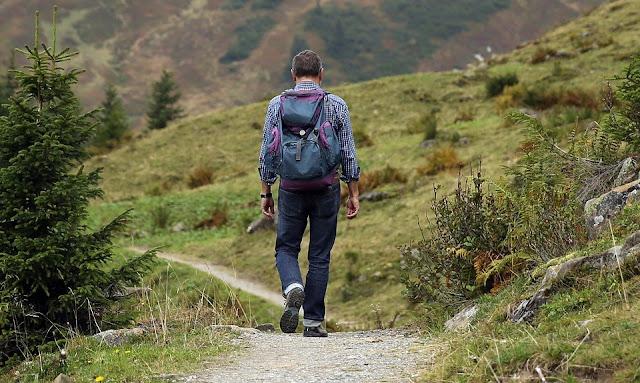 las ventajas de viajar solo