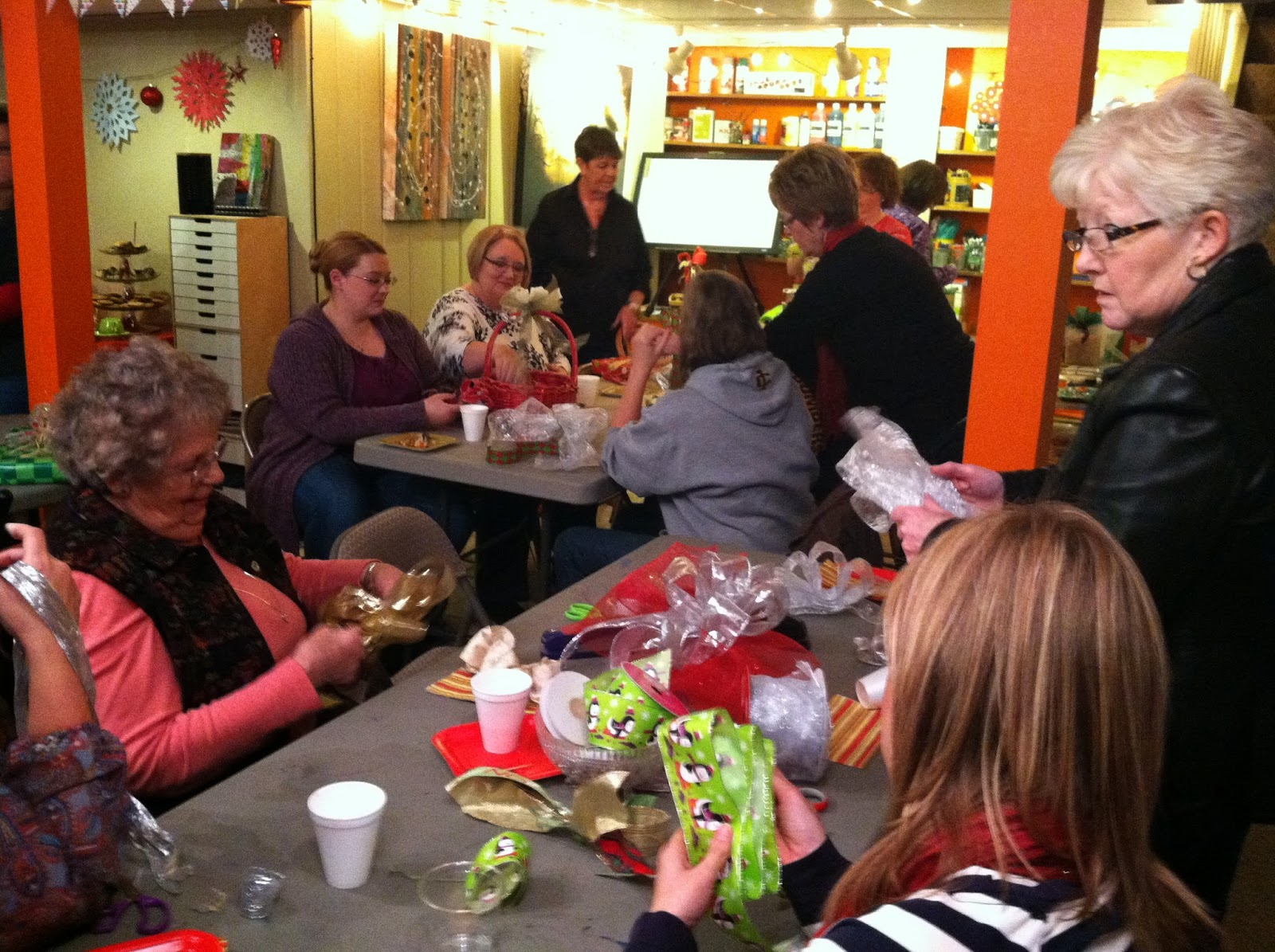 Christmas bow making workshop at Messy Palette Art Studio