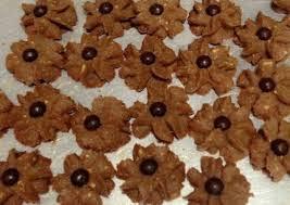 Resep dan Cara Membuat Kue Semprit Chocochip Berbentuk Melati :