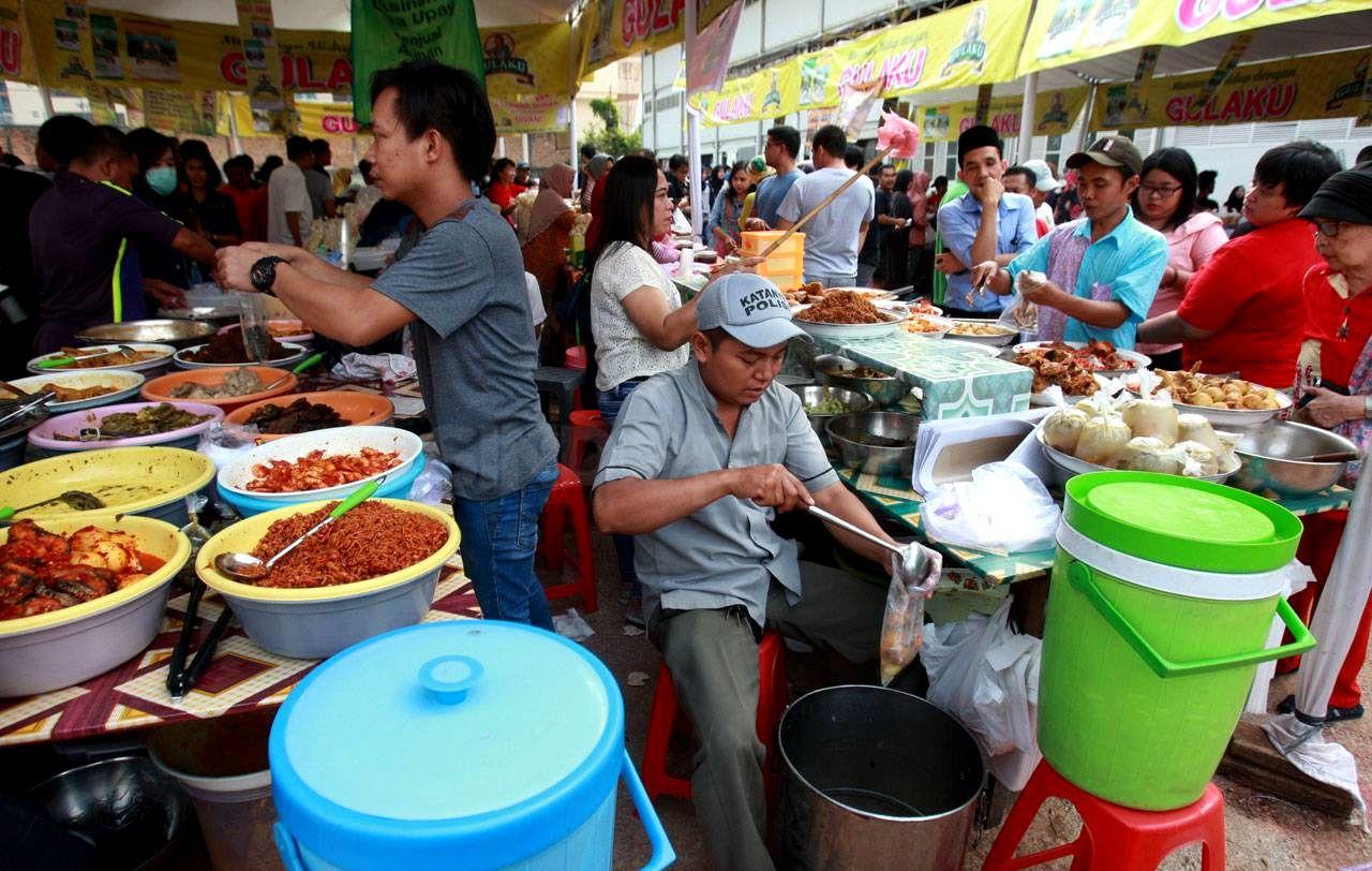 Menu Buka Puasa saat Ngabuburit di Indonesia (sindonews.com)