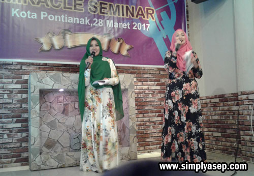 MC : Dibawakan oleh Ibu Rosy Agustiana.  Duet yang kompak yang mampu menghidupkan jalannya  seminar. Photo Asep Haryono