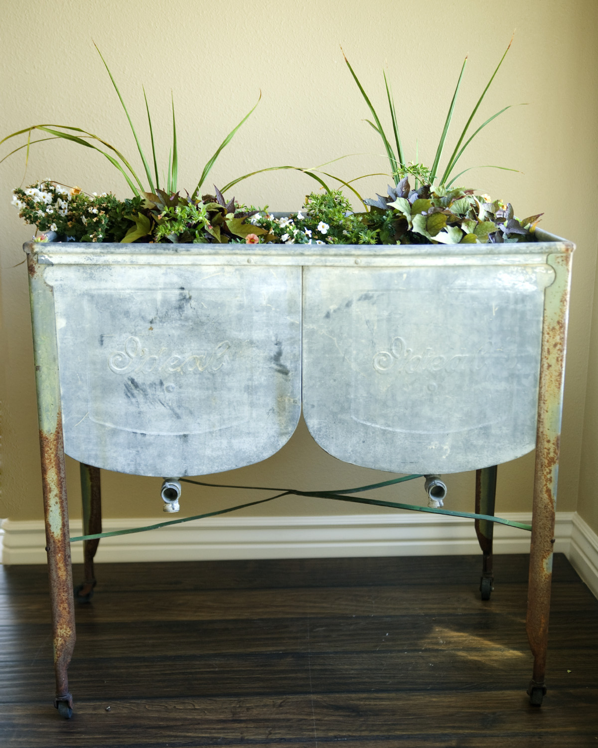 Sold Vintage Ideal Galvanized Double Wash Basin 85 Alice And Hatter