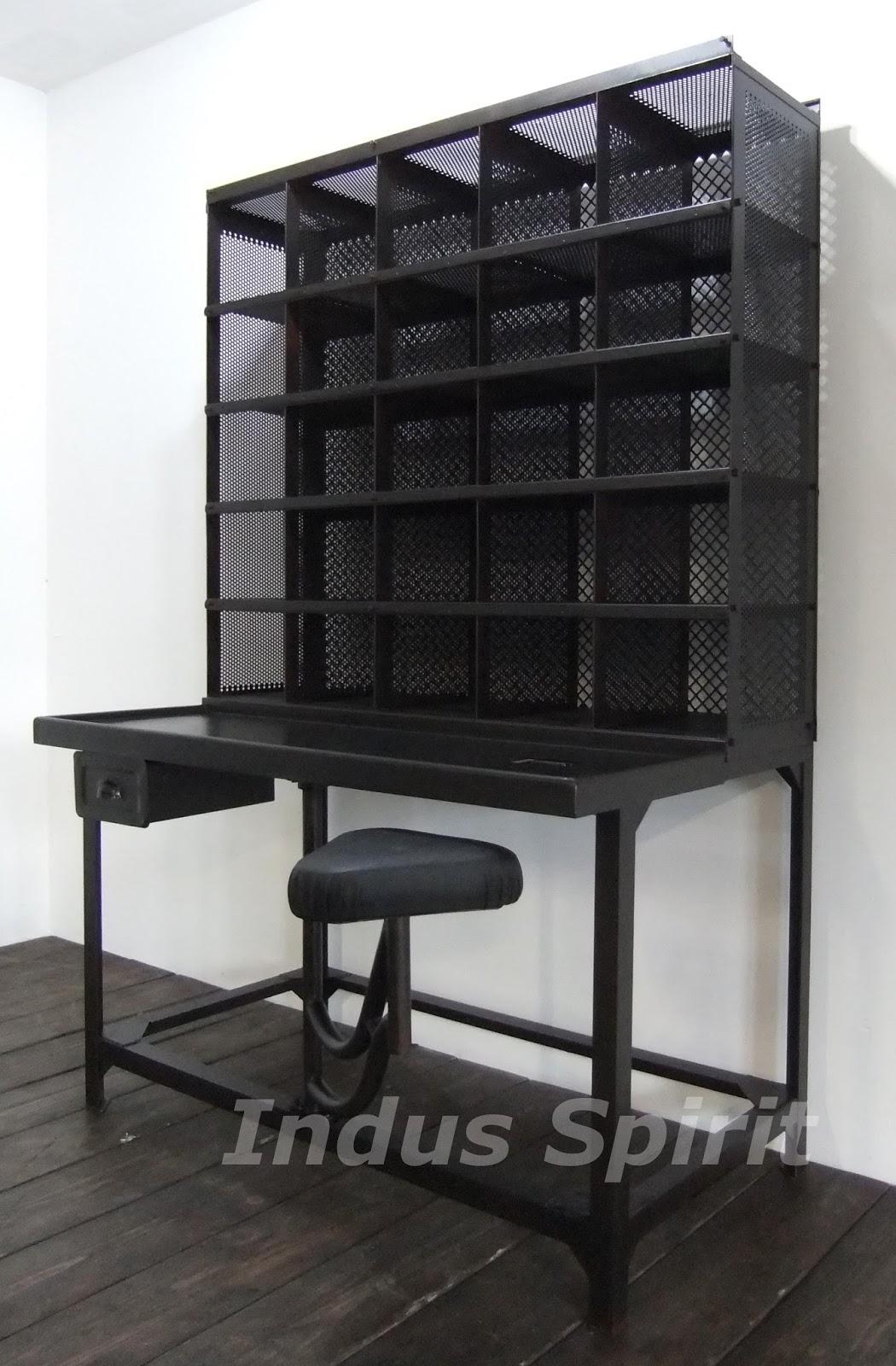 meuble de tri postal 1950. Black Bedroom Furniture Sets. Home Design Ideas