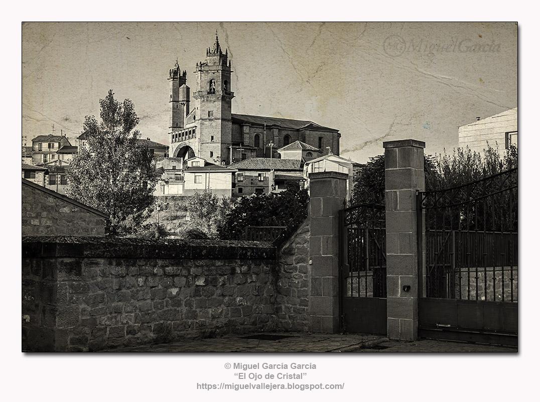 Elciego (Álava) visto desde las Bodegas Marqués de Riscal.