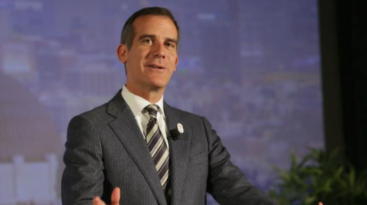 Garcetti takes aim at Washington, Trump after visit to early presidential primary state