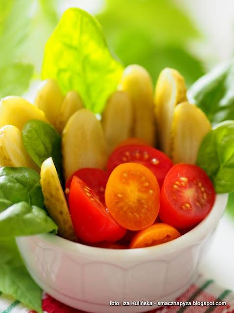 warzywa, dodatek do obiadu, surowka, salatka, pomidory, witaminy, jedz warzywa