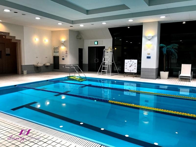 hilton tokyo bay indoor swimming pool