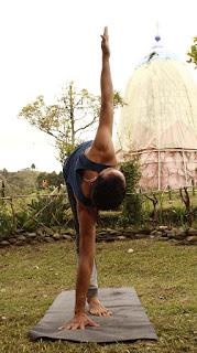 Cómo escuela de yoga nuestro principal objetivo es acompañar incondicionalmente al futuro instructor en una experiencia transformadora, tanto física como espiritualmente, entregando las mejores herramientas para que quien tome este camino no solo asuma el yoga como una secuencia de posturas físicas sino que lo vuelva un estilo de vida que transforme todo su ser