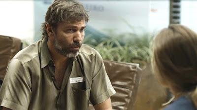Elias (Marcelo Faria) garante a Paloma (Grazi Massafera)
