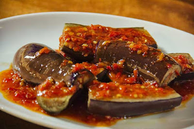 Healthycookinghub - How to Make Eggplant Balado - Creations of archipelago cuisine that are familiar to our ears are Eggplant Balado. The taste is delicious and how to make eggplant Balado is also very easy to make this food the favorite of many people. Besides eggplants are also one of the vegetables that are beneficial for the body, so it is good to consume every day. As we explained before, what the benefits of eggplant are for our bodies.