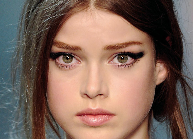 uso de eyeliner en maquillaje pasalera