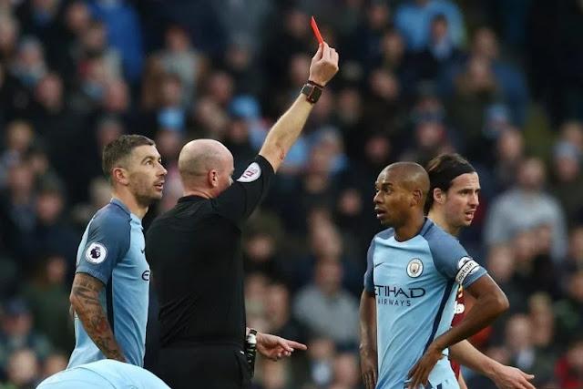 fernandinho manchester city di hukum 4 pertandingan, dan merupakan hukuman berat dari FA