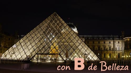 Pirámide Louvre Paris