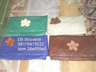 souvenir dompet slepen tikar besar, souvenir pernikahan tempat tisu, souvenir pernikahan unik, souvenir pernikahan murah, souvenir pernikahan bermanfaat